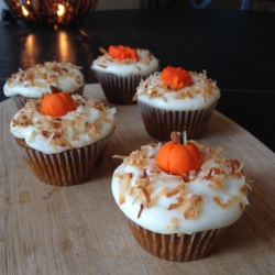 PUMPKIN CUPCAKES w/ MAPLE CREAM CHEESE FROSTING